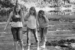 girls-204323_1280